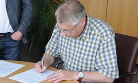 BIBB-Präsident Esser unterzeichnet Kooperationsvertrag