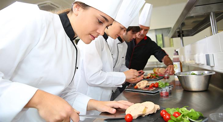 Über den Tellerrand: Start des ersten deutsch-israelischen Kochwettbewerbs für Auszubildende