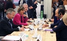 Prof. Dr. Hubert Ertl und Premierminister Édouard Philippe im Gespräch
