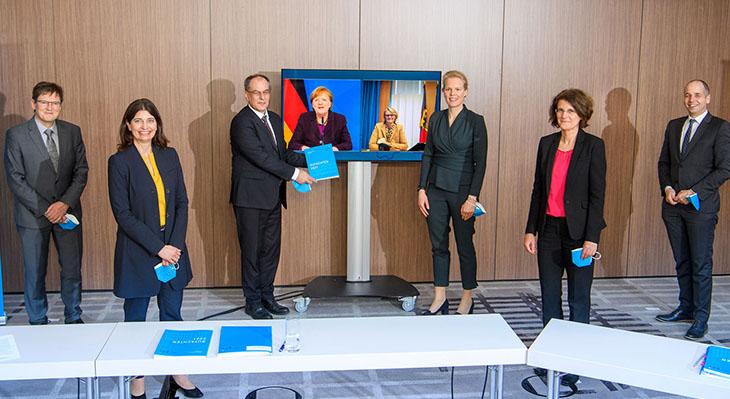 Jahresgutachten zu Forschung, Innovation und technologischer Leistungsfähigkeit Deutschlands 2021 legt Schwerpunkt auf Berufsbildung und Digitalisierung