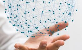Hand mit stilisierter Weltkugel aus Copolymerepoxidharzfasern