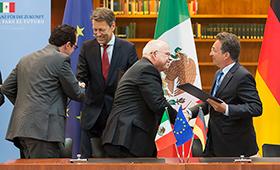 Foto: Unterzeichnung der Erklärung zur Zusammenarbeit