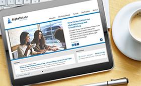 Tablet mit Screenshot der Alphadekade-Website