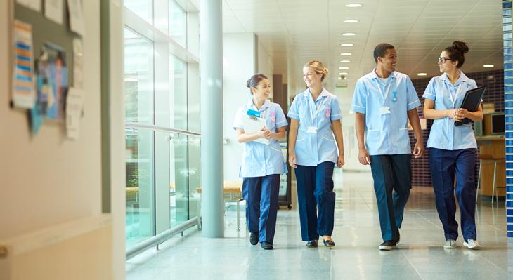 Meilenstein für die neuen Pflegeausbildungen: Die Rahmenpläne sind verfügbar
