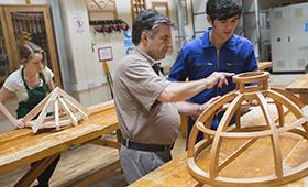 Foto: Ausbildungssituation in einem Handwerksbetrieb