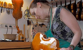 Auftragen des Geigenlackes