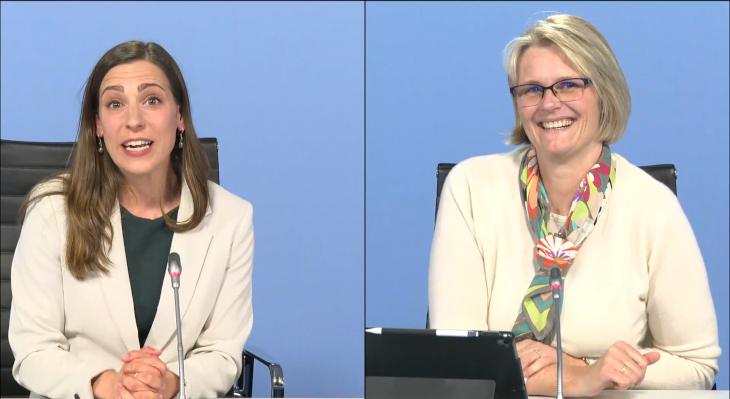 Moderatorin (links im Bild), Frau Karliczek (rechts im Bild)